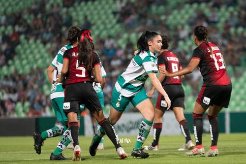 Julissa Dávila, Ana Gutiérrez