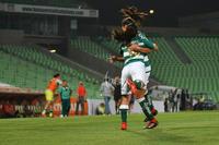 Cinthya Peraza, Alexxandra Rodríguez, celebrando gol