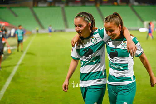 Daniela Delgado, Linda Valdéz