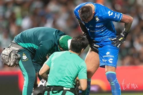 Orozco, golpe por encontronazo con jugador de Morelia