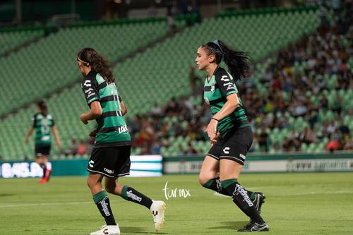 Nancy Quiñones, Ana Gutiérrez