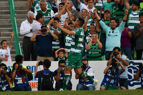 Festejo gol de Correa