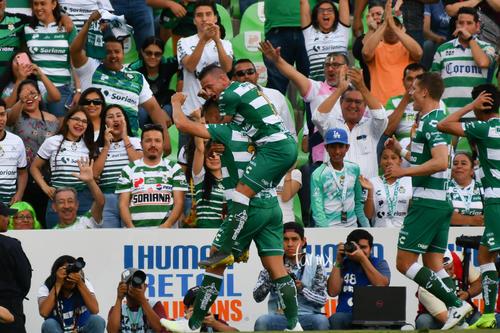 Festejo de gol de Correa