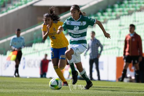 Evelyn González 9, Nancy Quiñones 11