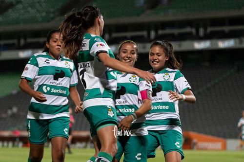 celebración de gol de santos, Cinthya Peraza, Karla Martínez