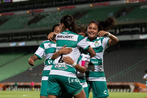 Cinthya Peraza, Karla Martínez, Alexxandra Ramírez, Arlett T