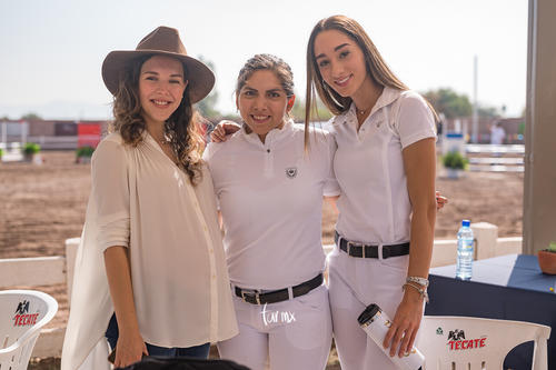 Daniela, Ana, Emilia